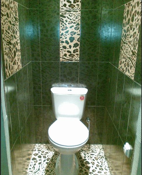Туалет, выложенный керамической плиткой