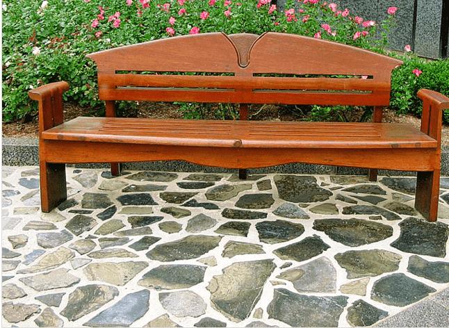 Патио, выложенный из натурального камня