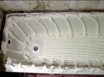 Запенивание чугунной ванны для установки вкладыша