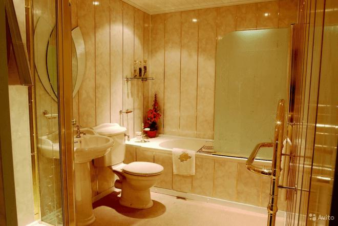 Ванная, отделанная пластиковыми панелями