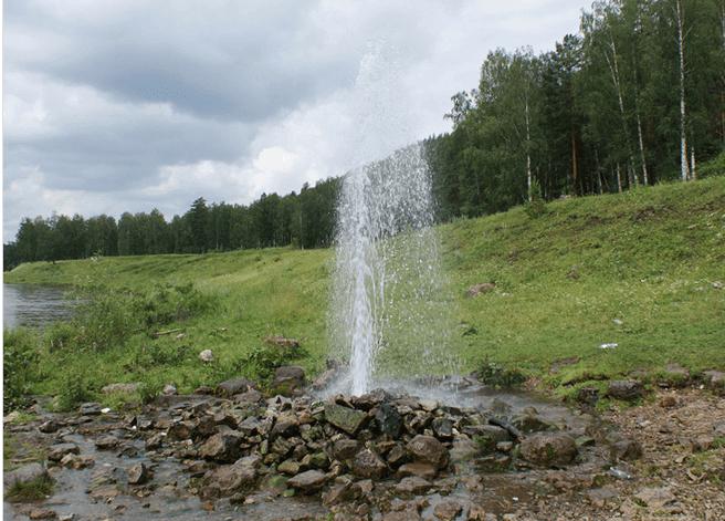 Фонтан, бьющий из артезианской скважины