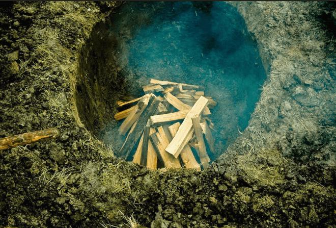 Яма для производства древесного угля кустарным способом