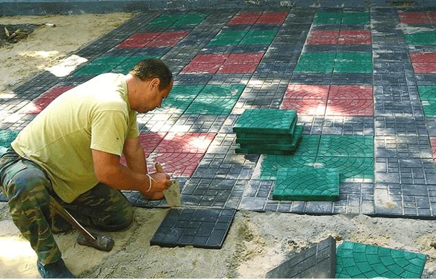 Укладка плитки на площадке для патио