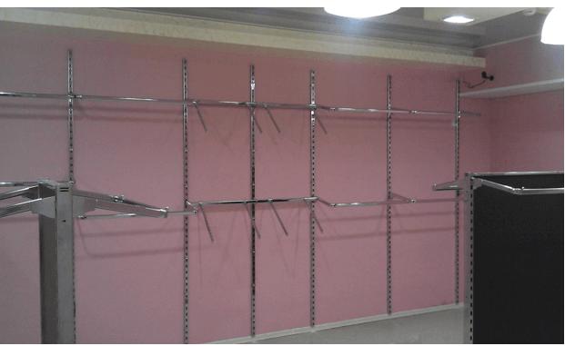 Вариант оформления стен гардеробной