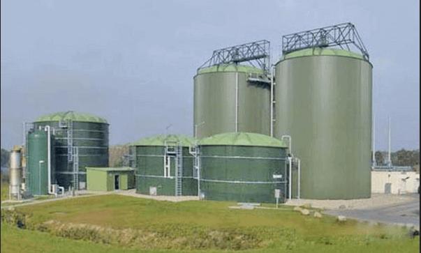 Установка для производства жидкого биотоплива. Такие используются для изготовления биологического топлива даже для работы автомобильных двигателей.