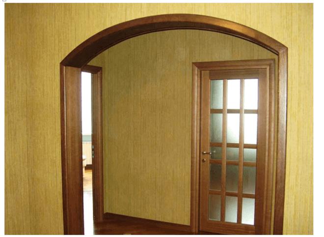 Пример удачного выбора стилистики при оформлении интерьера аркой