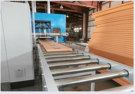 Экструзионный конвейер для изготовления плит утеплителя
