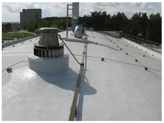 Внешний вид крыши, покрытой битумной мастикой