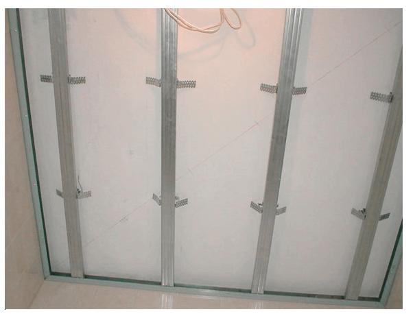 Так выглядит готовый каркас для монтажа алюминиевого потолка