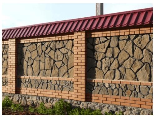 Очень богато и престижно выглядит забор с каменным наполнением
