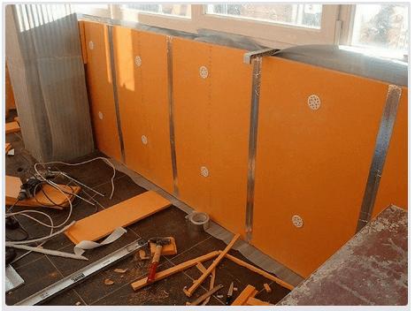 Процесс утепления поверхности стен на балконе