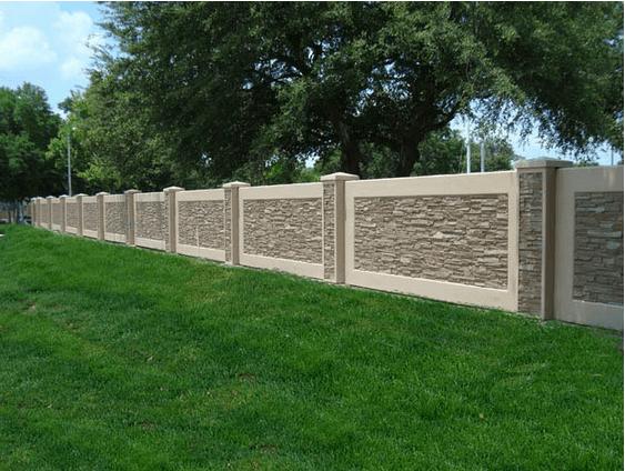 Сделанные по современной технологии бетонные заборы имеют эстетичный внешний вид и вписываются в любой ландшафт