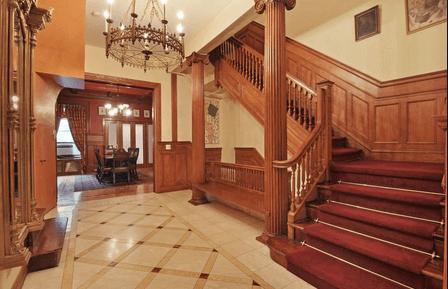 Лестница в викторианском интерьере