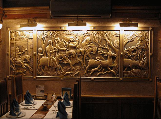 Готические барельефы с золотой росписью