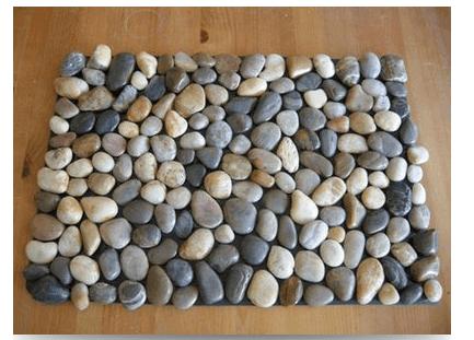 Прекрасный декор для биокамина – морские камешки