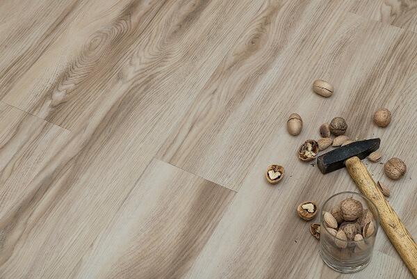 Виды кварцвиниловой плитки и правила монтажа