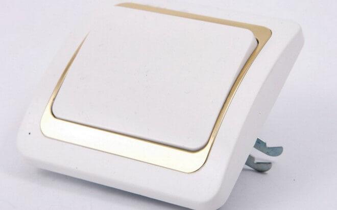 Устройство одноклавишного выключателя довольно простое.